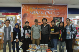 Gambar 2. Diskusi buku Gagas Media berjudul Everlasting Love di Kafe Green Camp