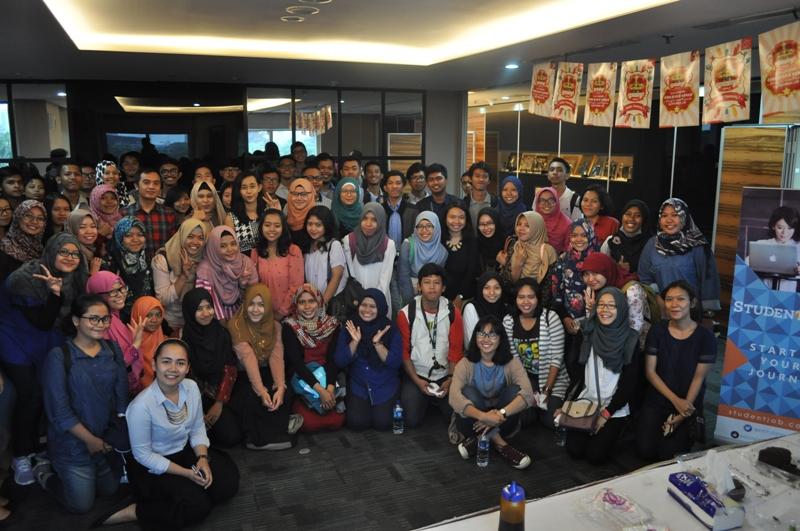 Sesi Foto bersama dengan narasumber dan seluruh peserta GalaDiner