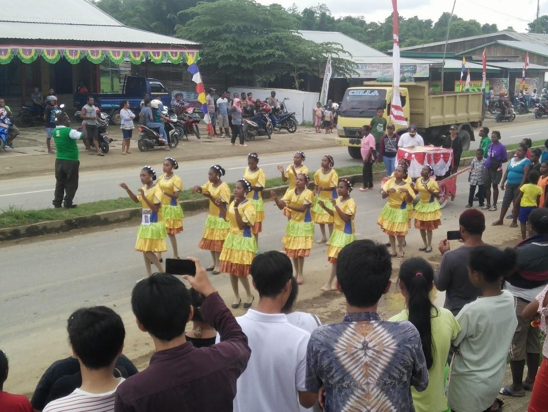 Acara Yospan (Yosim Pancar) di Jalan Raya Bintuni